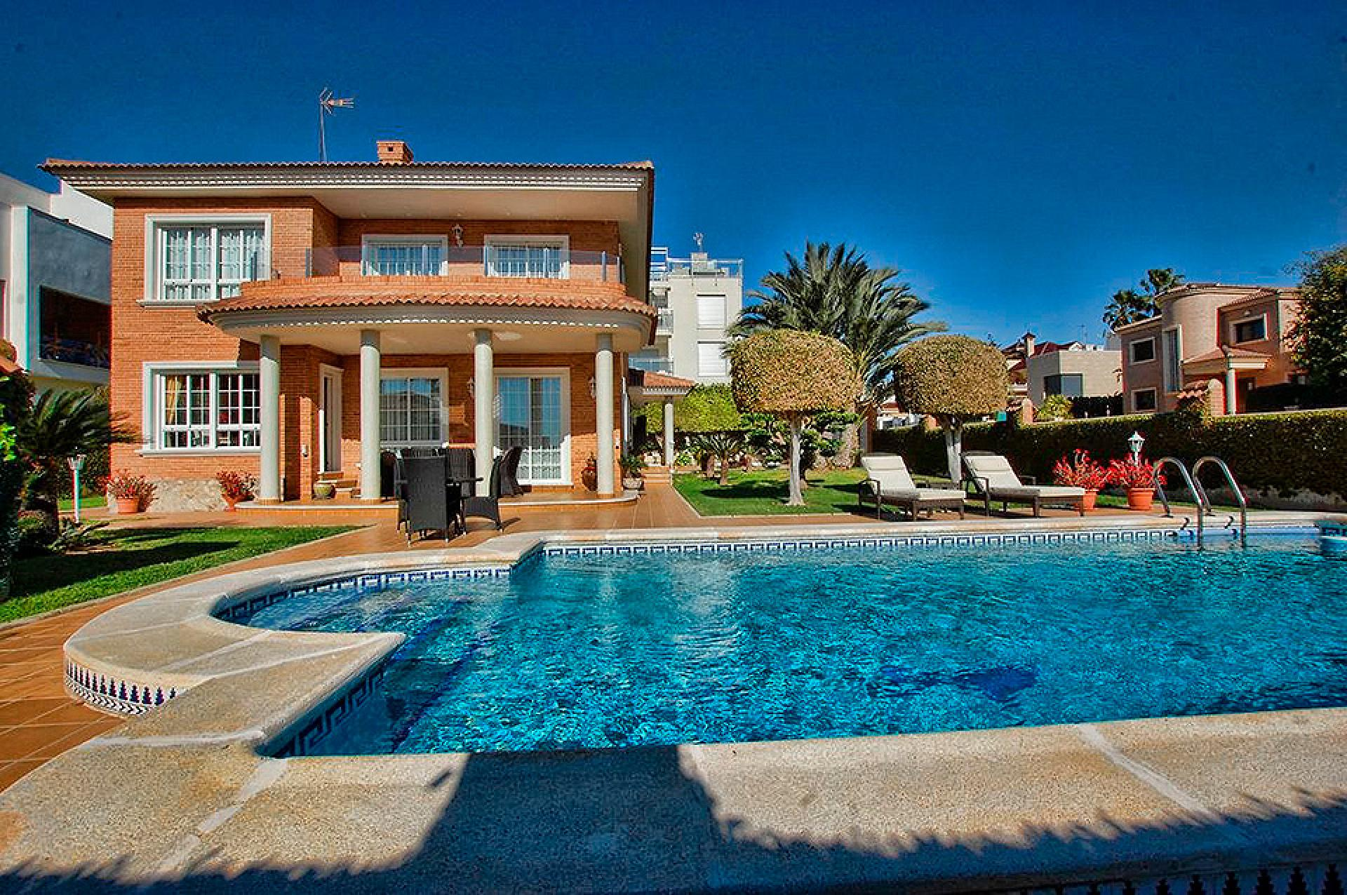 4 bedroom Villa in Torrevieja in Medvilla Spanje