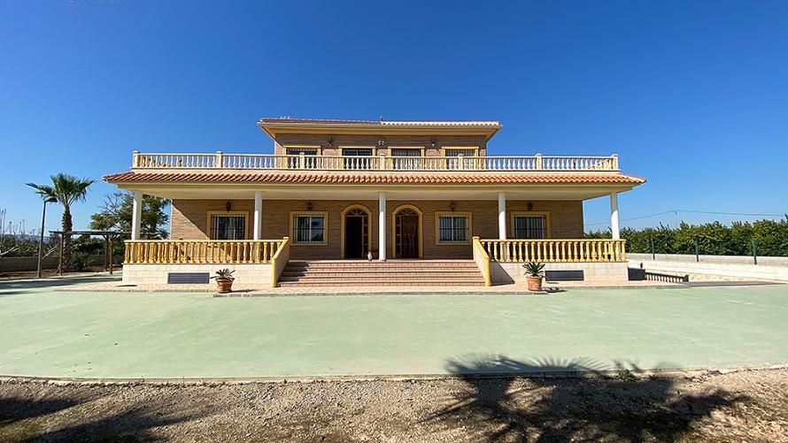 Los Montesinos, finca van 17.000 m², grote villa met 6 slaapkamers en privézwembad Villa Los Montesinos