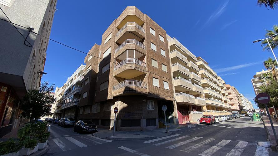 Torrevieja, Renovated Apartment with 3 bedrooms, 2 bathrooms 250m from 2x beaches Apartment Torrevieja